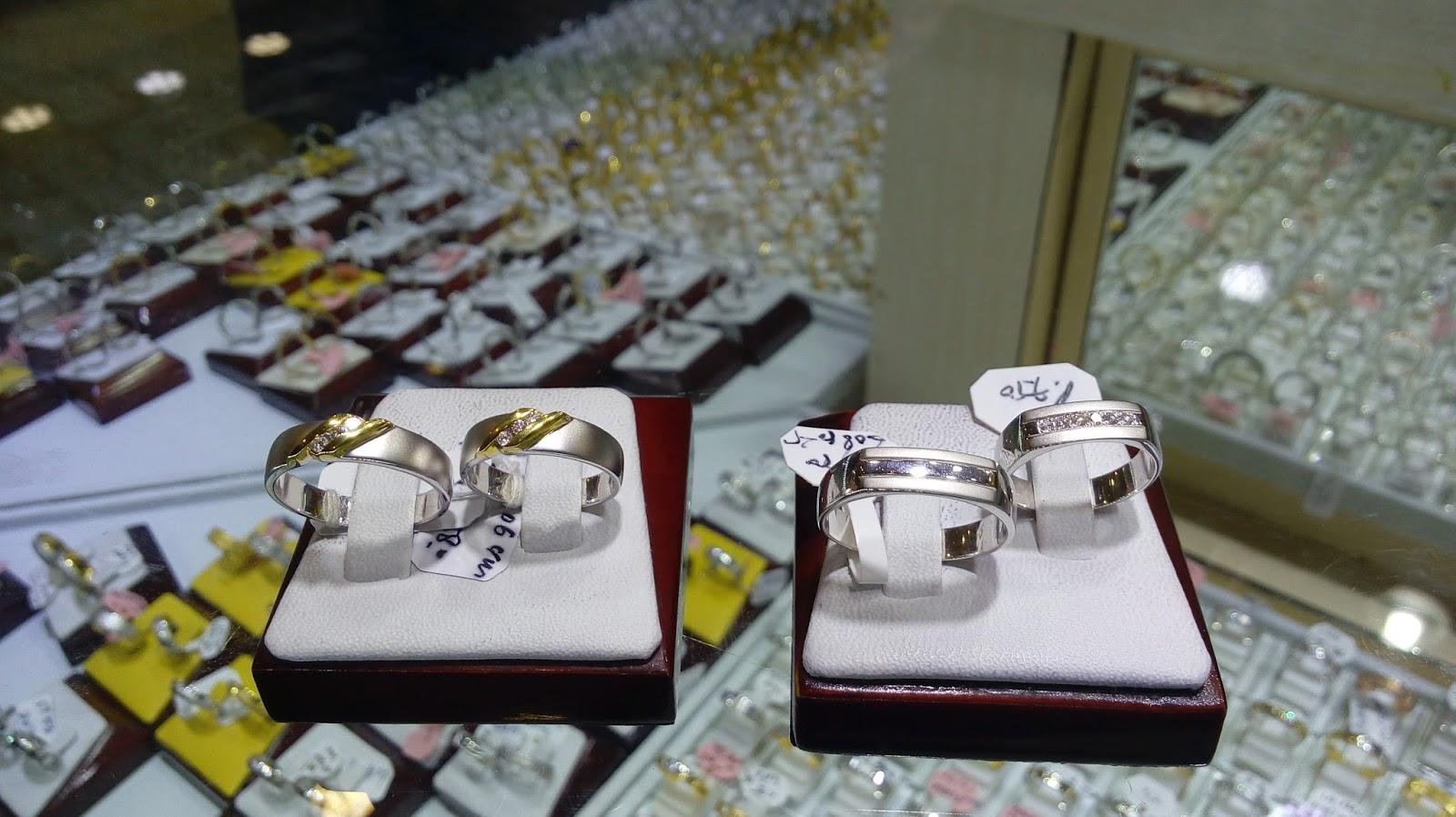 Rekomendasi Toko Perhiasan Online Untuk Beli Cincin Tunangan
